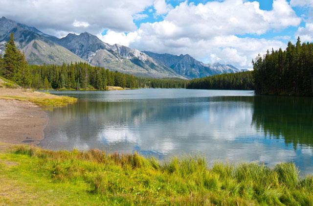 Lago Johnson, Montañas Rocosas, Canadá.