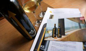 Probando el vino K5 Argiñano Txakolina
