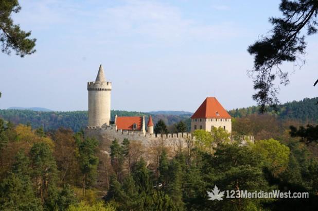 Castillo Kokorin, Praga