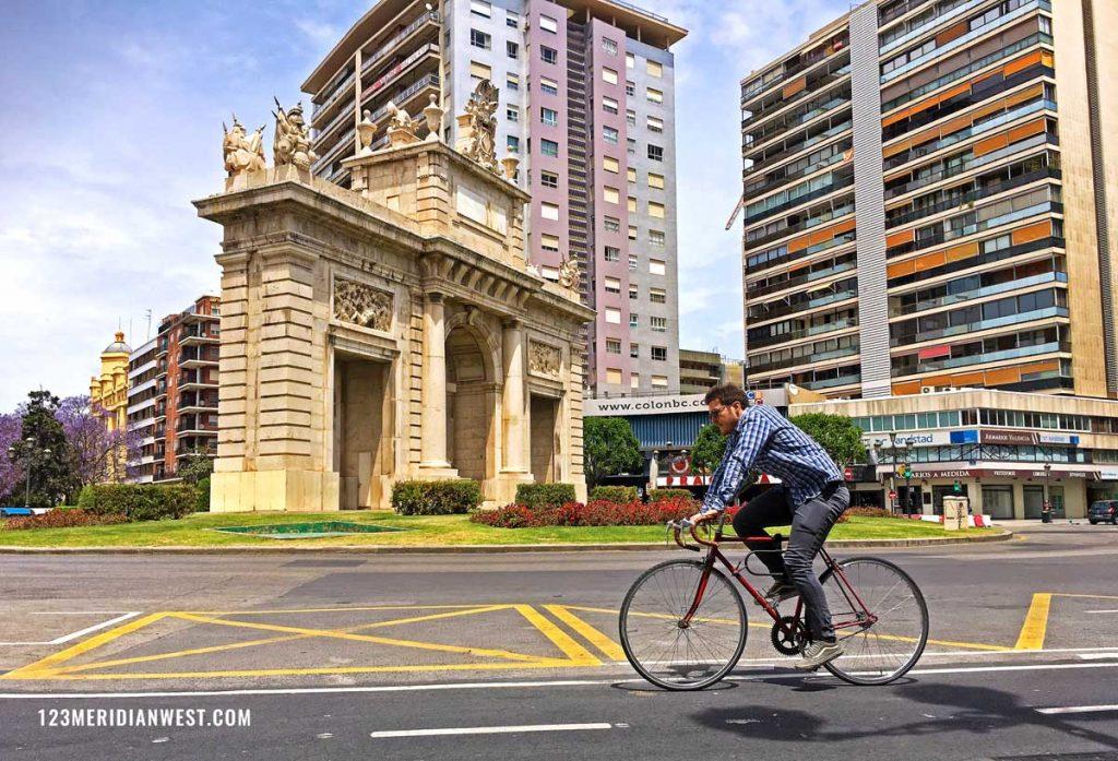 Valencia en bici. Plaza Colón